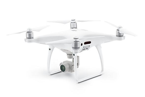dji-phantom-4-pro-robotas-dronas